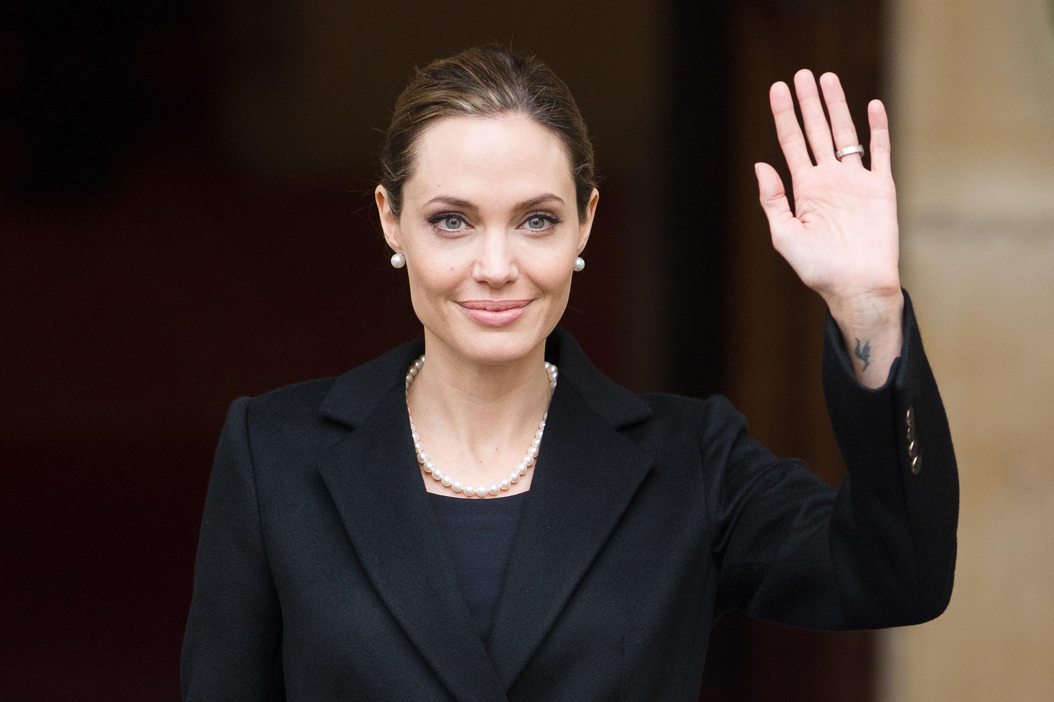 Angelina Jolie fez dupla mastectomia preventiva