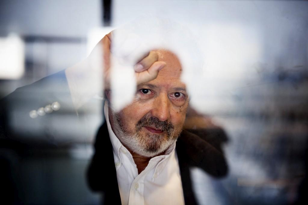 Um autor identificou-se apenas com o pseudónimo Abrupto, adjectivo que, vinte anos mais tarde, viria a ser usado para baptizar um dos mais influentes blogues da blogosfera portuguesa: o Abrupto de José Pacheco Pereira, ainda hoje activo