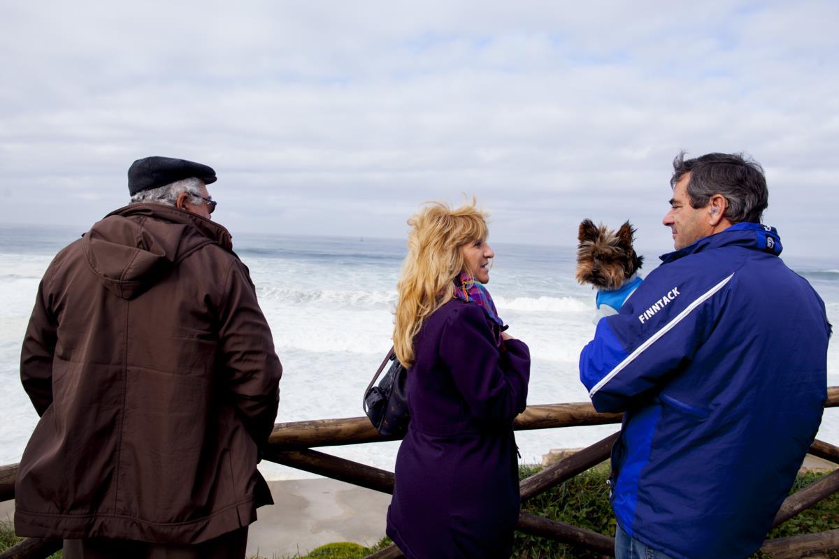 Destroços dão à costa em Sintra sem rasto dos cinco pescadores ... - Público.pt