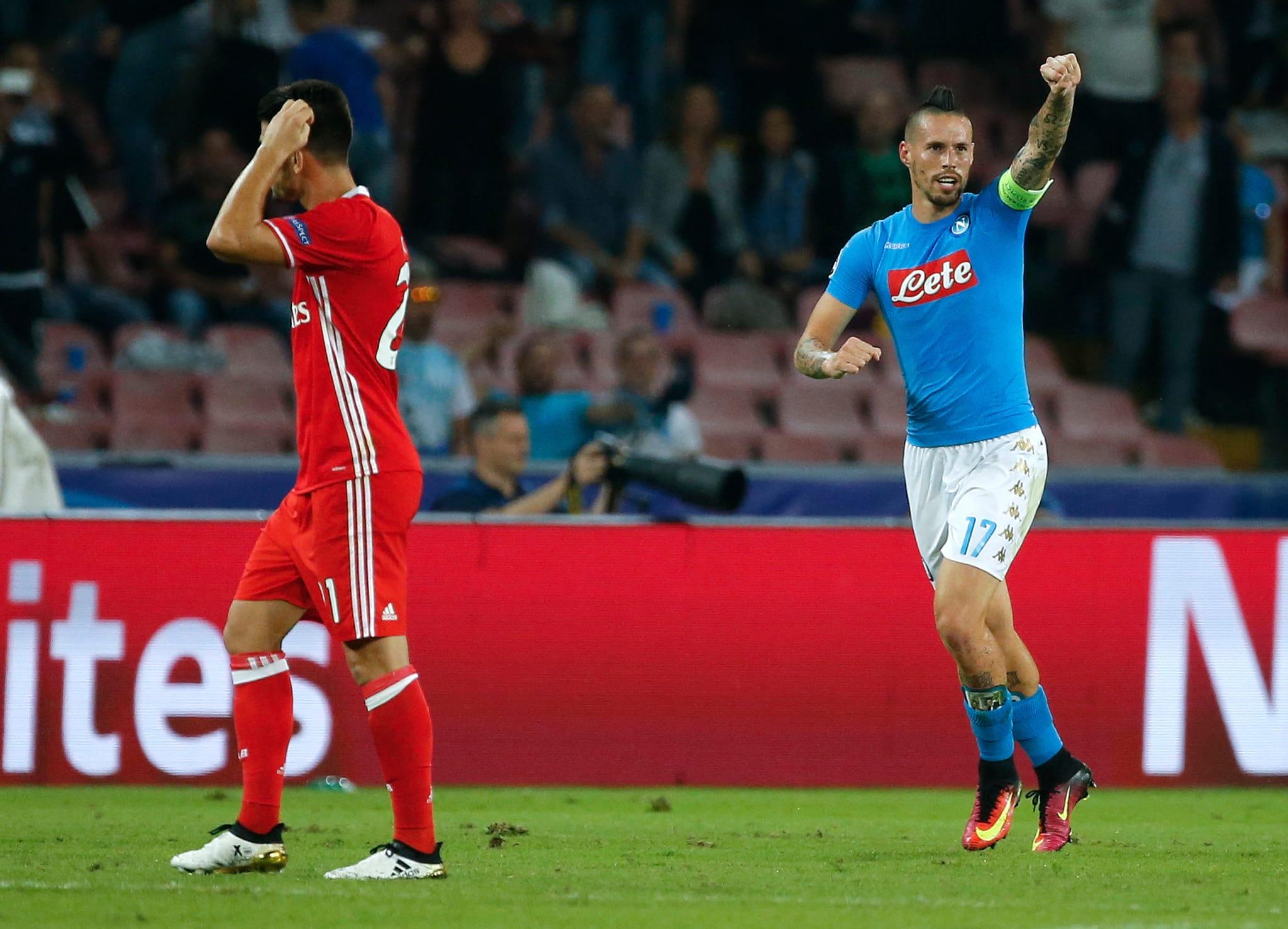 Resultado de imagem para Oito minutos desastrosos ditam derrota do Benfica em Nápoles